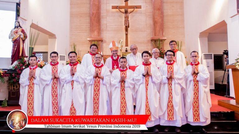 Tahbisan 8 Imam Jesuit: Anugerah di Hari Raya St. Ignatius Loyola