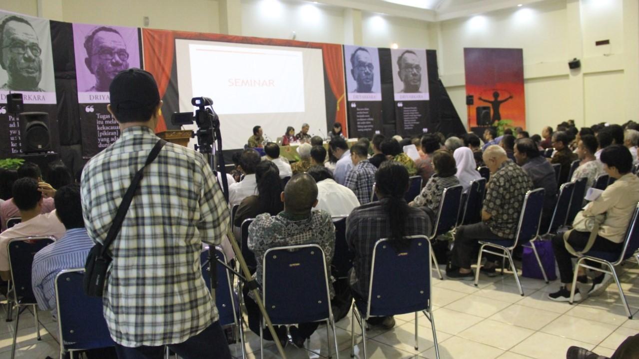 AJAKAN UNTUK SEMAKIN MENGENAL DIRI SEBAGAI BANGSA INDONESIA