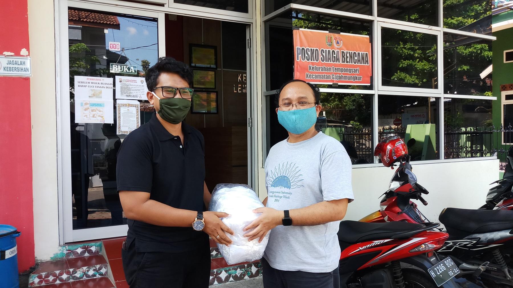 Provinsialat berbagi Masker dan Baju Hazmat