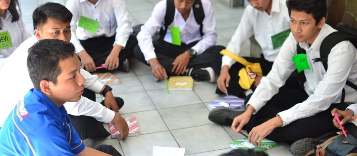 mahasiswa atmi menjelaskan kebiasaan-kebiasaan dalam kolese