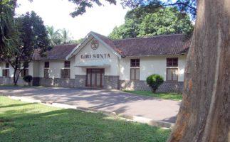 Tampak dari depan kiri bangunan Girisonta di Ungaran, Semarang, Jawa Tengah.